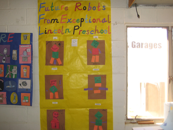 Lincoln preschoolers mad robots with construction paper.